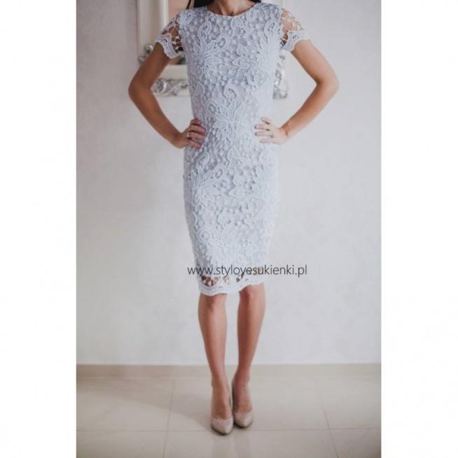 59412b6f7e Jasnobłękitna koronkowa sukienka ołówkowa midi z krótkim rękawk.. na ...
