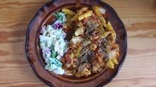 makaron z warzywami i sałatka