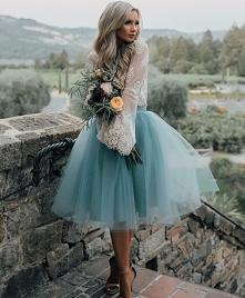 Tiulowa niebieska spódnica
