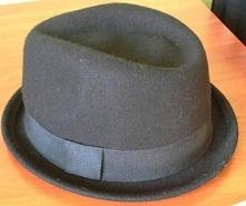 Kapelusz Czarny Wełniany Damski  Witam, Mam na sprzedaż kapelusz kupiony w sk...