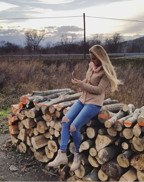 sprzedam kurteczkę firmy Guess wiosenna, z metkami ubrana raz do zdjęć, cena sklepowa 250 zl, sprzedam za 120 zł  pytania: kinga.snk@interia.pl
