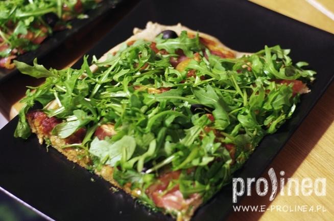 Pizza - po mój niezawodny przepis na pełnoziarniste ciasto zapraszam na stronę zdrowonajedzeni.pl :)