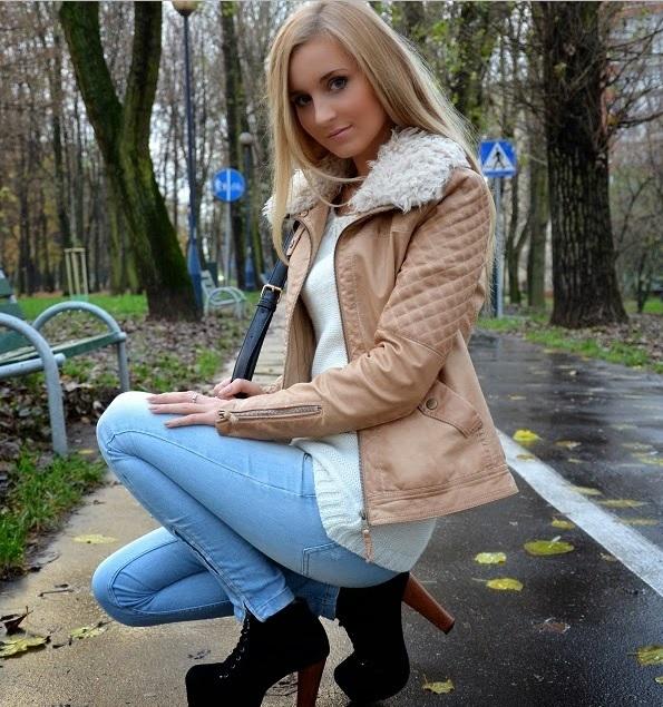 sprzedam kurtkę firmy ZARA oraz spodnie STRADIVARIUS  kurtka rozmiar s, spodnie xs kurtka 70 zł,spodnie 40 zł  wiece zdjec wysyłam na maila :) pytania: kinga.snk@interia.pl