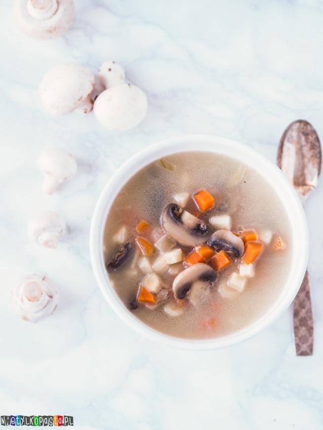Przepis na zupę pieczarkową, przepis dostępny po kliknięciu w zdjęcie.