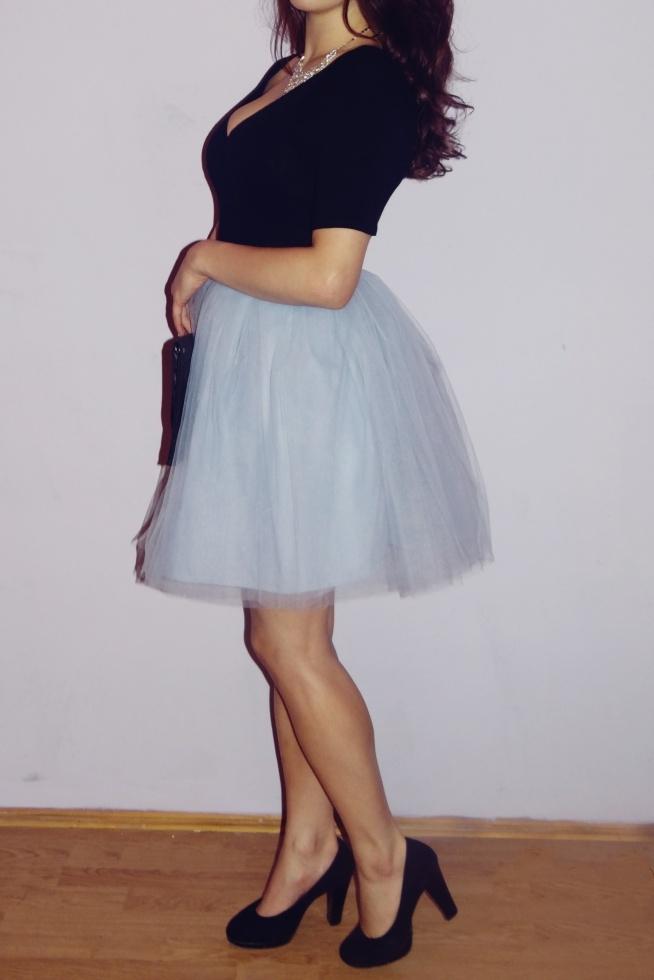 Tiulową spódnicę w kolorze baby blue uszyłam z czterech warstw tiulu ze sztywną podszewką pod spodem :) Zapraszam do polubienia strony Laylie na fb :)