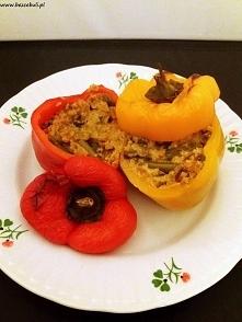 Przepis na pieczoną paprykę faszerowaną kaszą jaglaną i warzywami, zapraszam! :)