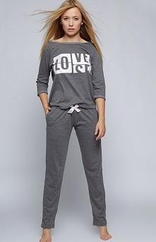 Sensis Love piżama Rewelacyjna dwuczęściowa piżamka, utrzymana w klasycznym grafitowym kolorze, bluzka z rękawem 3/4