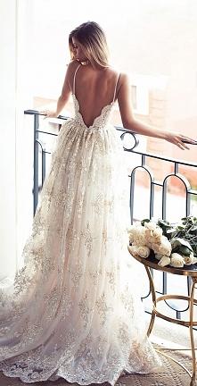 Piękna długa biała suknia