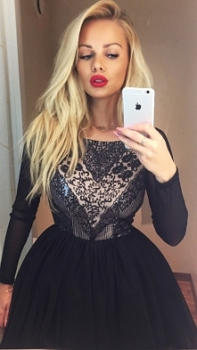 Włosy, usta i sukienka