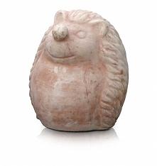 Rzeźba ogrodowa JEŻ siedząca. Produkt wykonany jest z wysokiej jakości surowca. Dzięki doborze odpowiedniego rodzaju gliny, bardzo wysokiej temperaturze i odpowiedniemu procesow...