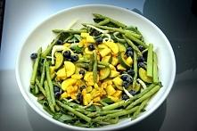 Składniki:  – 1/2 żółtej cukinii – 1/2 zielonej cukinii – 150 g szparagów lub...
