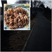 Dzień 3: Dziaj reset od siłowni, ale zrobiłam sobie 3km spacer :) Moje posiłki: Śniadanie: owsianka II śniadanie: kanapka z serem, sałatą i pomidorem Obiad: makaron z pieczarkam...
