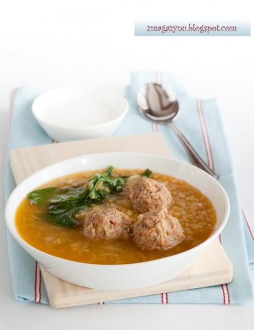 Zupa z soczewicy z klopsami, przepis po kliknięciu w zdjęcie.