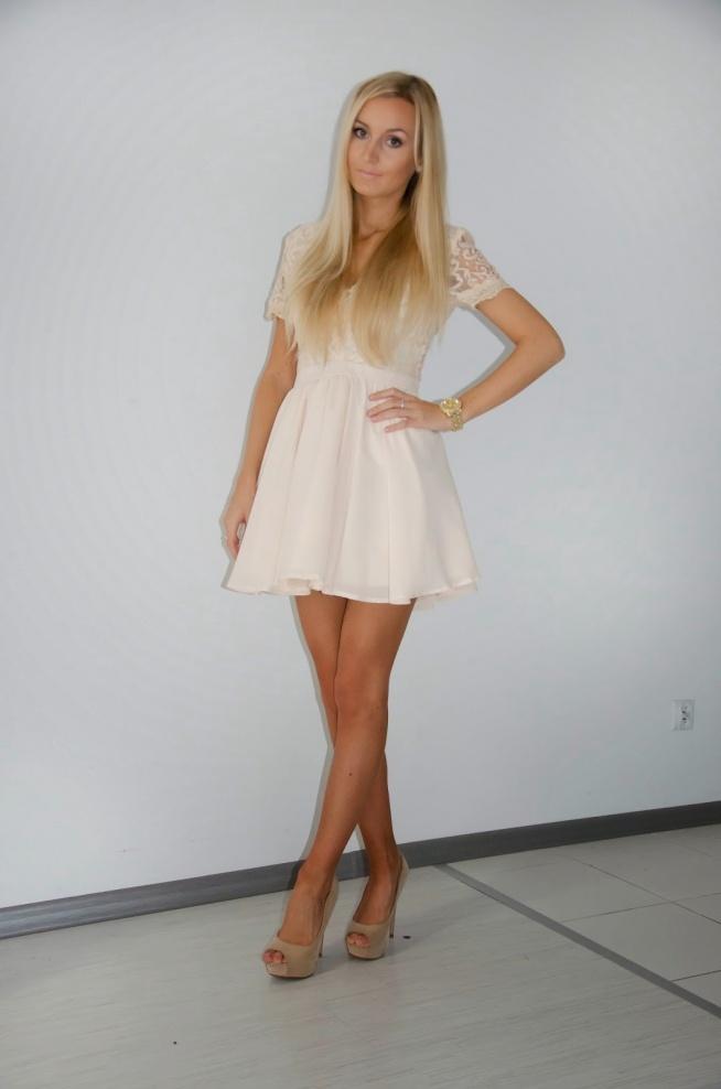 sprzedam sukienkę rozmiar s ubrana tylko do zdjęć  wiecej po kliknieciu w zdjecie pytania: kinga.snk@interia.pl