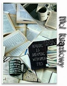 Jestem...Molem Książkowym! Każdą powieść pochłaniam w mgnieniu oka, czytanie pozwala mi zapomnieć o teraźniejszości i przenieś się w magiczny świat książek.  Oto cała ja!