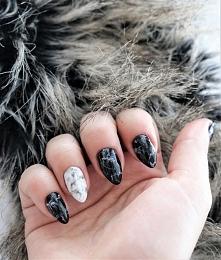 Marmurkowe paznokcie w moim...