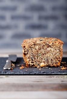 Pełnoziarnisty domowy chleb