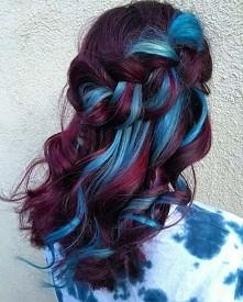 burgund + turkus hairstyle
