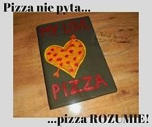 Dla prawdziwych wielbicieli pizzy - specjalna, szyta i ręcznie malowana zakładka na zeszyt. Taka okładka jest w dodatku do wielokrotnego użytku! :)   Więcej po kliknięciu w zdję...