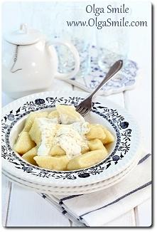 Kopytka z serem    Składniki dania: Kopytka z serem  • 1 kg ugotowanych ziemniaków • 250 g sera białego tłustego lub półtłustego, ewentualnie tofu • 2 szklanki mąki pszennej lub...