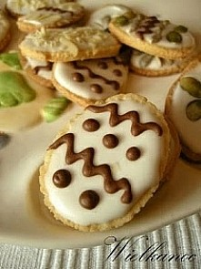 Wielkanocne pisanki Składniki na ok. 40 ciasteczek: 35 g cukru 150 g mąki 75...