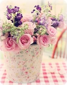 Cudowny wazonik i oczywiście kwiaty *.*