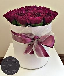 Śliczny goździkowy flowerbox :) Zapraszamy do naszego sklepu na Facebooku /yourflowerpl