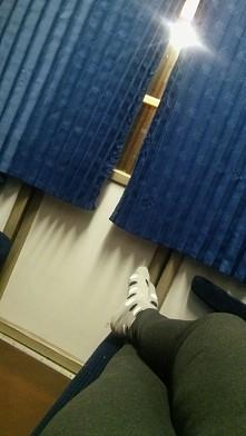 Wygoda w pociągu :) ^^ Odpoczynek 4 dni przerwy- trzeba nadrobić ;)