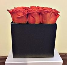 pomarańczowe róże w brązowo-złotym pudełku :) zapraszym na facebooka - /yourflowerpl