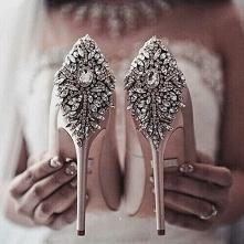 Wyznaję zasadę, że na piękne nowe buty zawsze znajdzie się miejsce w szafie. ...