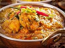 Kurczak w potrawce z curry z naturalnym jogurtem