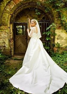 Sprzedam piękną suknię śubną! Więcej informacji: 888-547-007