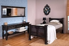 rustykalne meble do sypialni z ażurem, czarny półmatowy lakier ekologiczny z przetartymi kantami