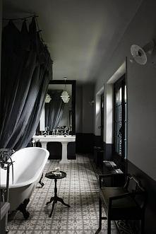 mroczna łazienka