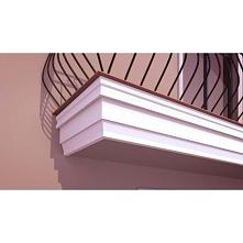 GB01 to zdobiony gzyms balkonowy. Styropianowa sztukateria jest lekka i łatwo montowana. Te gzymsy elewacyjne mogą płynnie przejść  spod balkonu w gzyms pośredni, który optyczni...