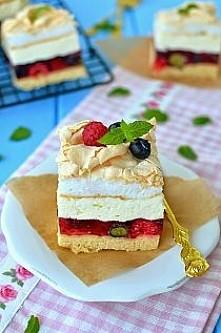 """Ciasto """"Malinowy Chruśniak"""" Składniki: (forma 20x30) Ciasto: - 1 i 3/4 szklanki mąki - 3 żółtka - 1/3 szklanki oleju rzepakowego - 1/4 szklanki cukru - 1 łyżeczka cukr..."""
