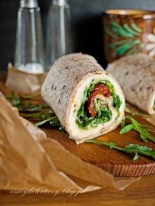 Wrapy z omletem, rukolą i suszonymi pomidorami Ósmy kolor tęczy – Blog kulinarny