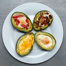 awokado zapiekane z jajkiem...