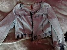 Krótka kurteczka jeansowa, rozmiar M. Zasuwana, cena około 25 zł.