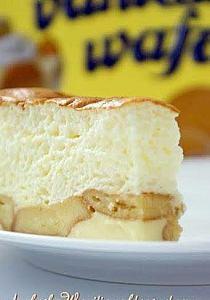 Brazylijskie ciasto mleczne  Składniki: puszka słodzonego mleka skondensowanego tyle samo mleka zwykłego sok z 2 cytryn 6 jajek biszkopty  Żółtka , mleko (jedno i drugie) oraz sok cytrynowy ubić mikserem. Oddzielnie ubić pianę z białek i wymieszać z masą mleczną. Wlać do formy (u mnie 26 cm. średnicy) wyłożonej biszkoptami. Piec około 25 minut w temp. 200 st.C.