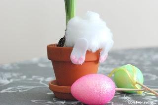 Zabawna, wiosenno - wielkanocna ozdóbka z kategorii DIY - zrób to sam! Instrukcja już dostępna na naszej stronie! :)
