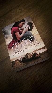 Niesamowita historia, piękna okładka, wspaniała książka, ale w końcu to Spark...