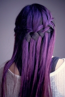 Fryzura piękna jak i kolor.
