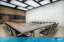 Eleganckie i nowoczesne biuro w siedzibie firmy KGHM w Poznaniu. Nad wszystkim górują plafony oświetleniowe DPS light!