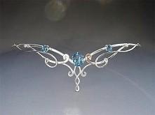 Diadem elficki ze srebra i niebieskim kamieniem (przypomina mi Topaz)