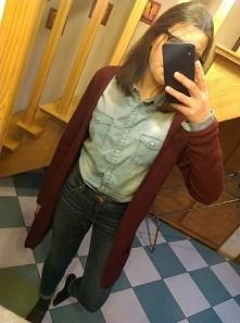 Koszula, jeansy i długi swe...