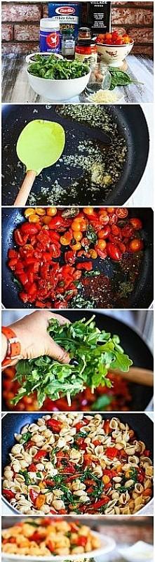 makaron z rukolą i pomidorami