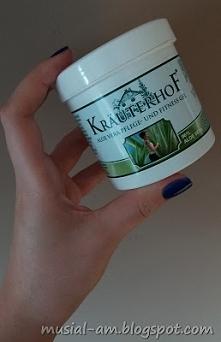 Żel aloesowy to pomocny kosmetyk w pielęgnacji ciała i drobnych zmian skórnyc...
