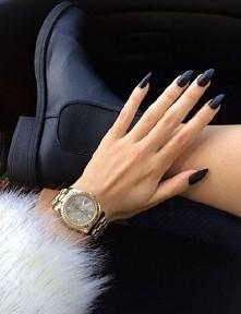 Czarne ♡