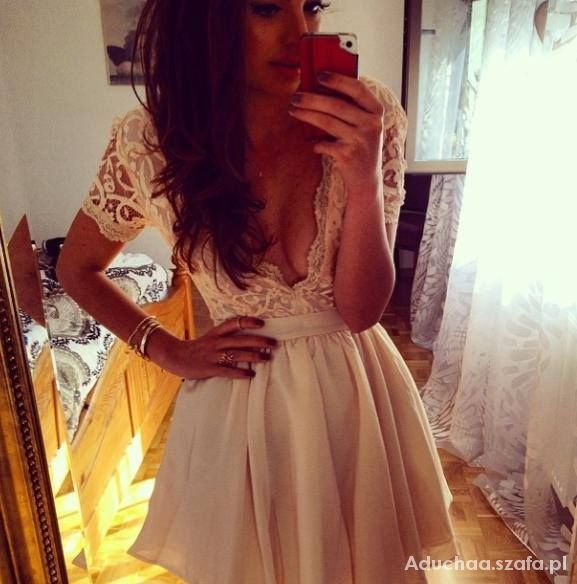 sprzedam sukienkę ze zdjęcia cena 200 zł, kupiona za prawie 300zł. Ubrana raz do zdjęć pytania- kinga.snk@interia.pl